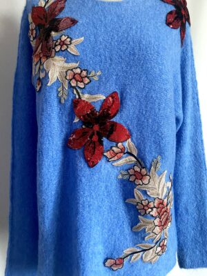 dettaglio maglione fiori